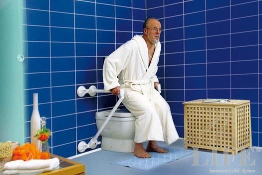 Maniglioni per bagno. Componibili grazie all\'attacco a ventosa.